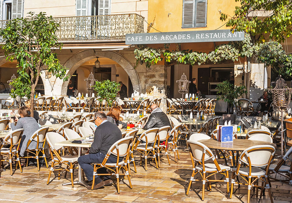 Cafe des Arcades in Valbonne