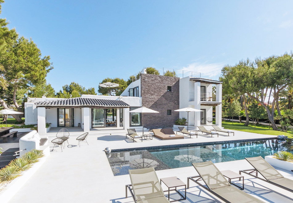 Ibiza luxury holiday villa with view to Es Vedra